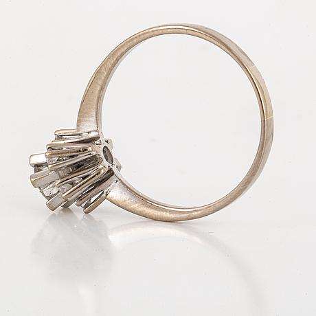 Brilliant-cut diamond ring.