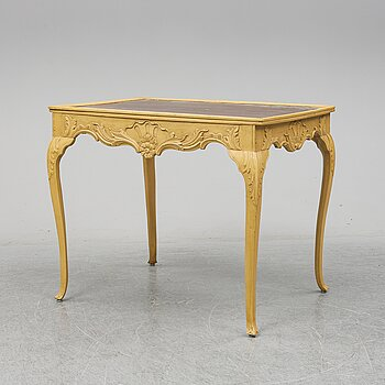A presumably rococo style 19th century table.