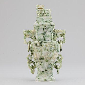 VAS med LOCK, grön sten. Kina, 1900-tal.