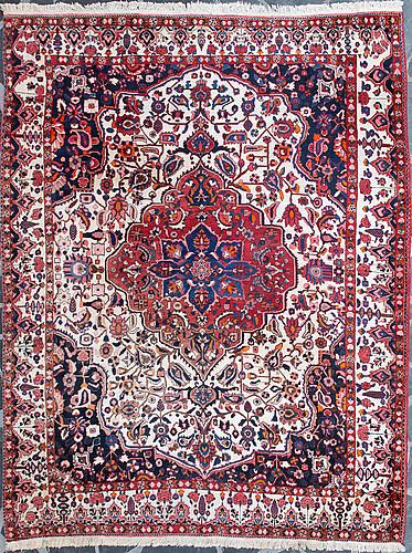 Matta, orientalisk. ca 354 x 277  cm.
