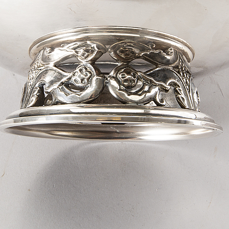 "An ystad metall ""kunga-skålen"" silverplate bowl on foot."