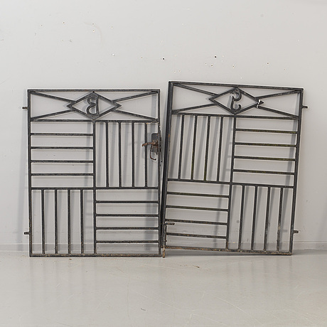 A pair of cast iron gates from the first half of the 20th century.