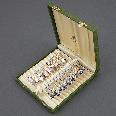 A mixed lot of 33-pieces silver flatware, gewe, malmö, sweden, 1960/70s.