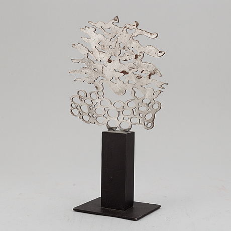 Ursula schÜtz, sculpture. signed and numbered 3/7. patinated metal, height 30 cm.