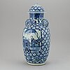 A blue and white vase with cover, qing dynasty, 19th century.