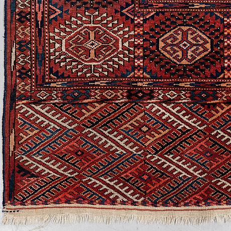A carpet, semi-antique tekke turkmen, ca 346 x 219 cm.