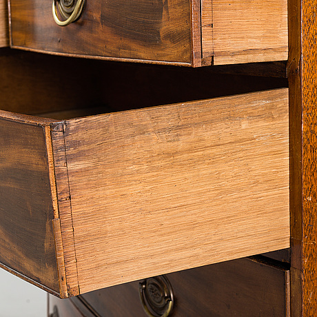 A mid 19th century mahogany chest of drawers.