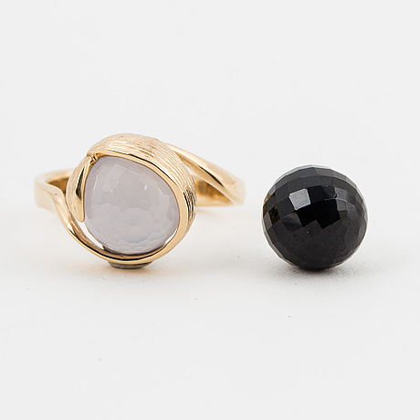 "Per borup, a  ""changeling"" ring with chalcedony and hematite beads."