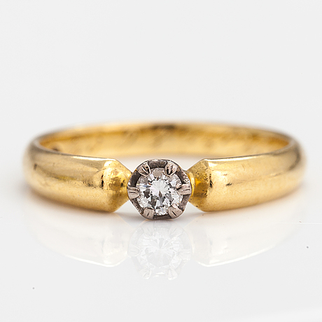 An 18k gold ring with a ca. 0.10 ct diamond. finland 2000.
