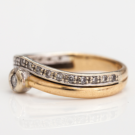 A 14k gold ring with diamonds ca. 0.13 ct in total. kultajousi.