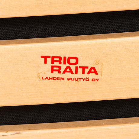 """Hannu peltonen, nojatuolipari, """"trio-raita"""", lahden puutyö."""