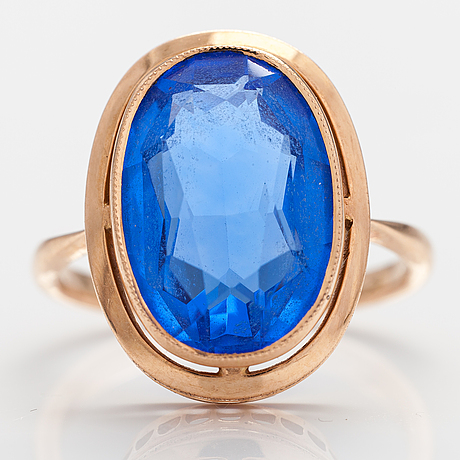 A 14k gold ring with a synthetic quartz.