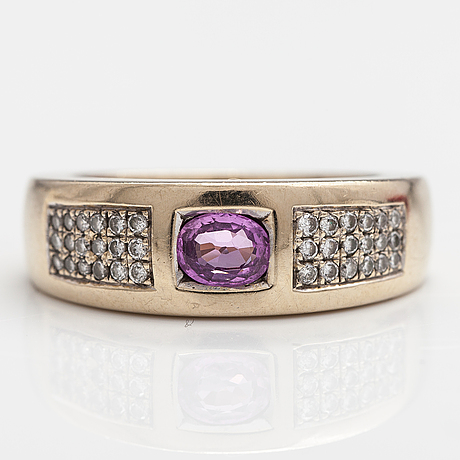 An 18k gold ring with a pink sapphire and diamonds ca 0.09 ct in total.