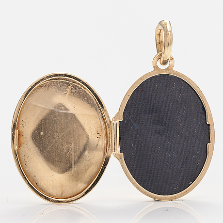 A 14k gold pendant/medallion with a sapphire and dimaonds ca. 0.01 ct in total.