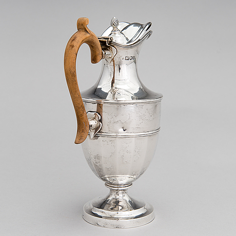 A sterling silver pitcher with wooden handle, london 1903.