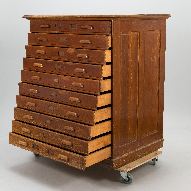 Toimistot nykyaikaistuvat – arkistokaapit ja atk-pöydät joutavat polttolaitokselle