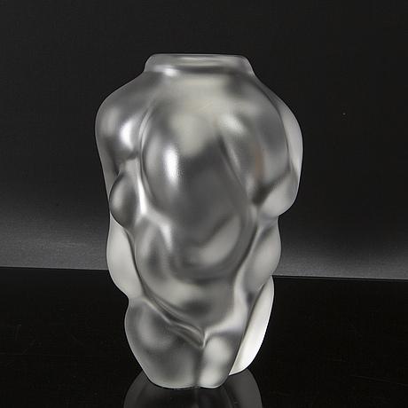 Per b sundberg, a signed orrefors glass vase, model. 1996.
