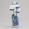 A blue and white export porcelain vase, qing dynasty, qianlong (1736-95).