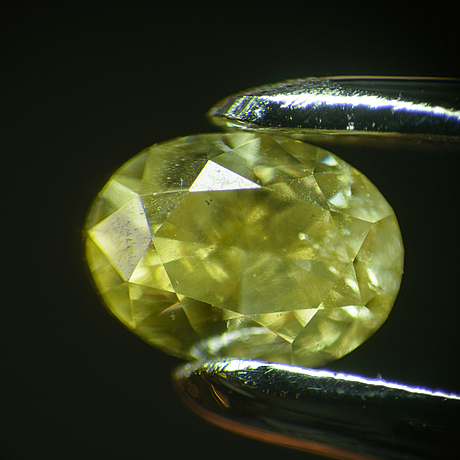 2 ovala briljantslipade diamanter, 0.10 ct och 0.12 ct.