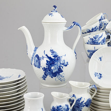 Royal copenhagen, a 'blå blomst' part coffee and tea service, denmark (62 pieces).