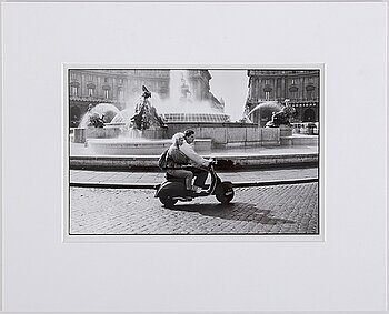 WALTER HIRSCH, photograph, signed on verso, vintage.