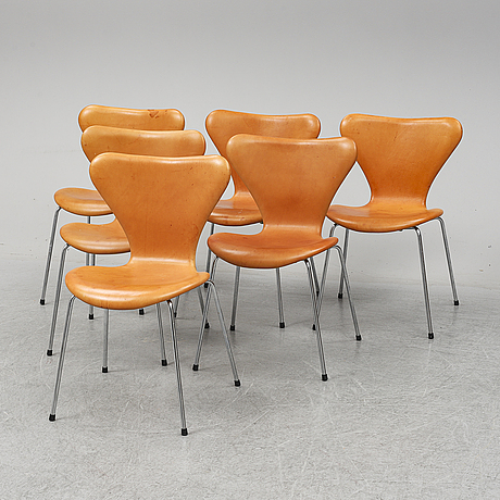 Six 'serie 7' leather upholstered chairs by arne jacobsen for fritz hansen.