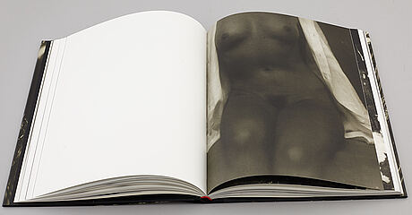 "Photography litterature, 2 books. ""mikael jansson - nude"" och ""robert nettarp, 1970-2002""."