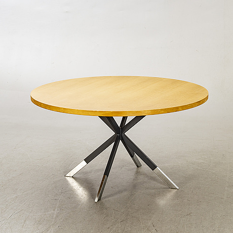 A 20th/21th century lounge table.