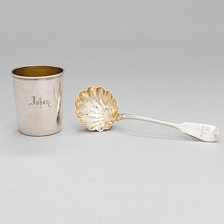 A silver beaker and a parcel-gilt sprinkle spoon, mark of otto roland mellin 1882 and gustav roland mellin 1897.