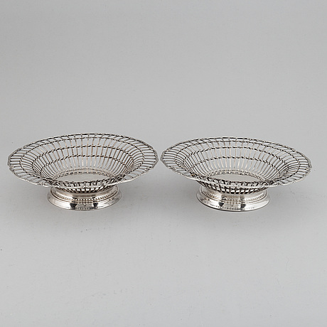 A pair of swedish early 20th century silver baskets, mark of cg hallberg, stockholm 1912.