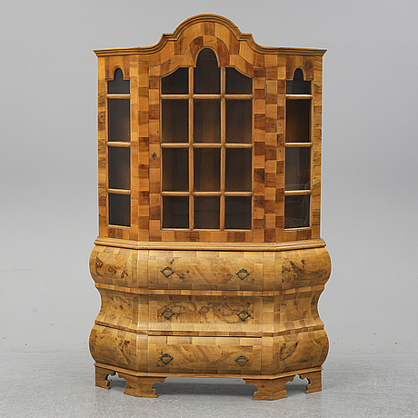 A first half of the 20th century late baroque style vitrine cabinet.
