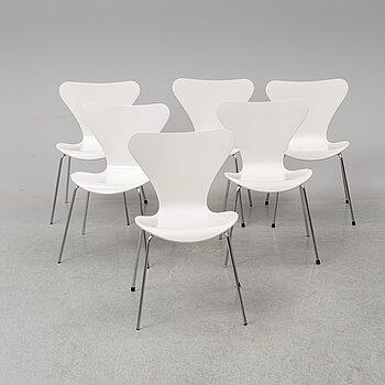 Six 'serie 7 chairs' by Arne Jacobsen for Fritz Hansen.