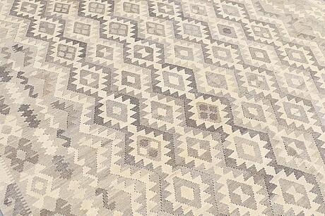Matto, kilim, ca 342 x 268 cm.