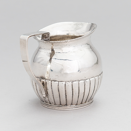 Kermakko, hopeaa, kyrillinen mestarinleima sinkoni, suomalaiset leimat 1824.