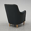 A leather upholstered 'samsas' easy chair by carl malmsten from around year 2000.