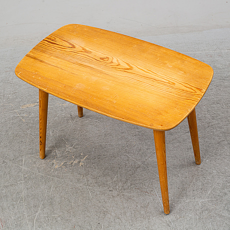 A pine sofa table from the second half of the 20th.