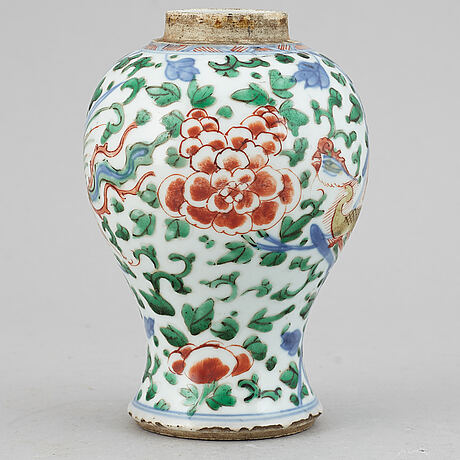 Two famille verte porcelain objects, qing dynasty, kangxi (1662-1722).
