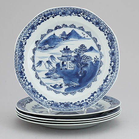 A set of five blue and white plates, qing dynasty, qianlong (1736-95).