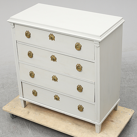 A first half of the 20th century chest of drawers.