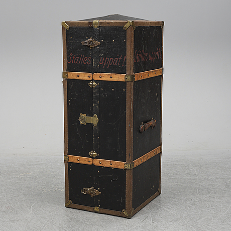A trunk from the early 1900's.