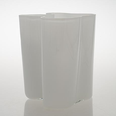 Alvar aalto, a '3031' vase signed alvar aalto.