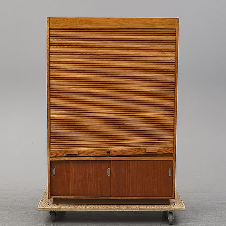 A oak cabinet from the first half of the 20th century.