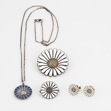 """Smycken """"daisy"""" bland annat georg jensen silver och emalj."""
