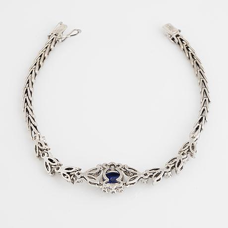 An 18k white gold bracelet set with round brilliant-cut diamonds.