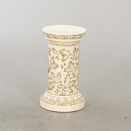 A pedestal and a pot from the second half of the 19th century.