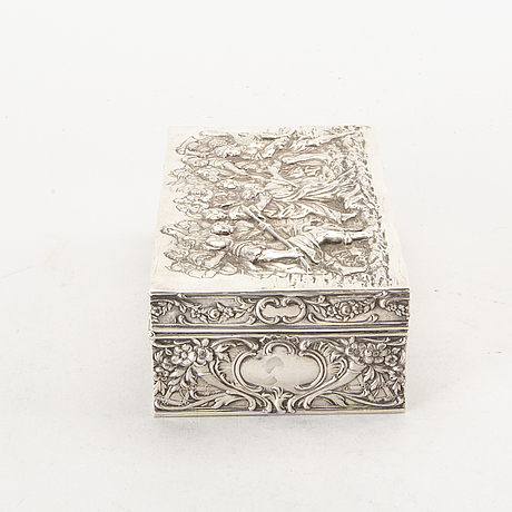 J. l schlingloff, a german hanau early 20th century silver box. weight 400 gram.