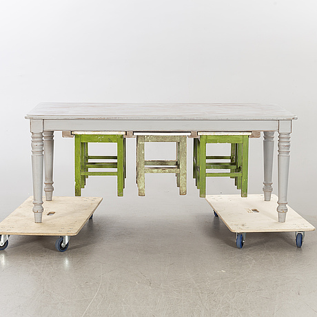 Bord med pallar, modern tillverkning.