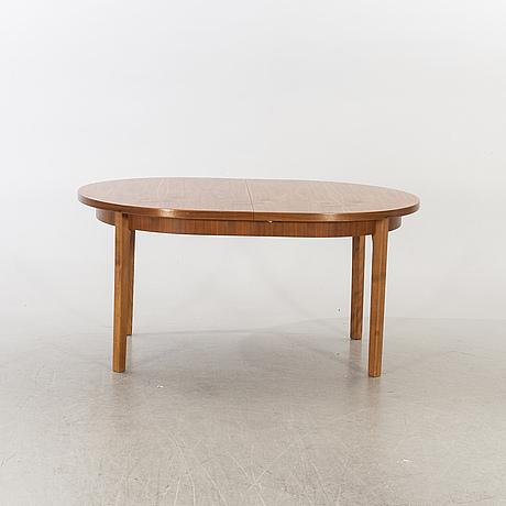 Matbord, valnöt, 1900-talets andra hälft.