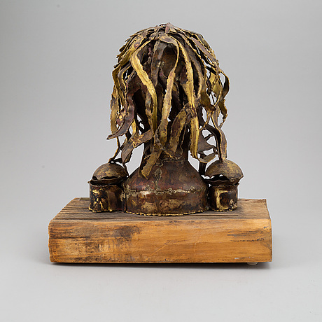 A signed sculpture by claes e. giertta.