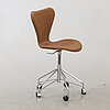 An arne jacobsen sjuan desk chair.